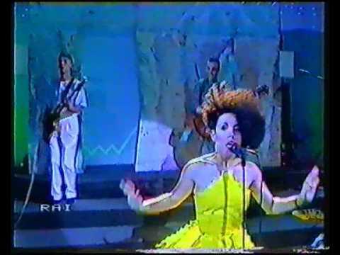 Matia Bazar – Antonella Ruggiero – ELETTROCHOC (live)