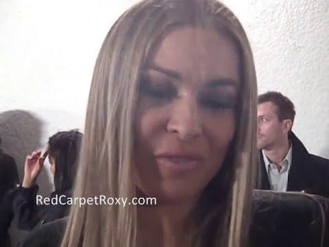 Carmen Electra: My dress got stuck in my G-string!