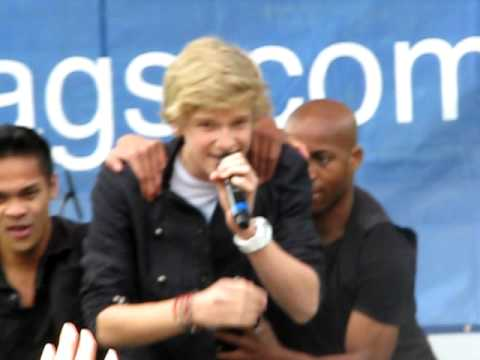 All Day - Cody Simpson (six Flags New England 5 22) video
