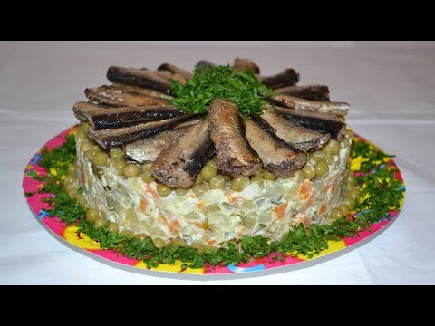 НЕОБЫЧНЫЙ рецепт салата со шпротами на праздничный стол. Вкусный и красивый салат на Новый год