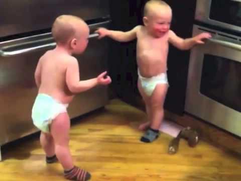 bebes gemelos hablando subtitulado