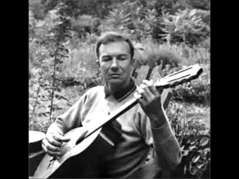 Guantanamera - sings young Pete Seeger