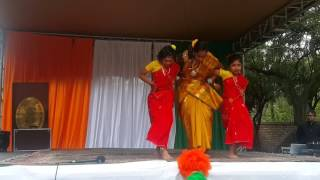 Fagunero mohonay mon matano...Folk dance performed by Ayonka,Sriya,Kuhu nd Purna.