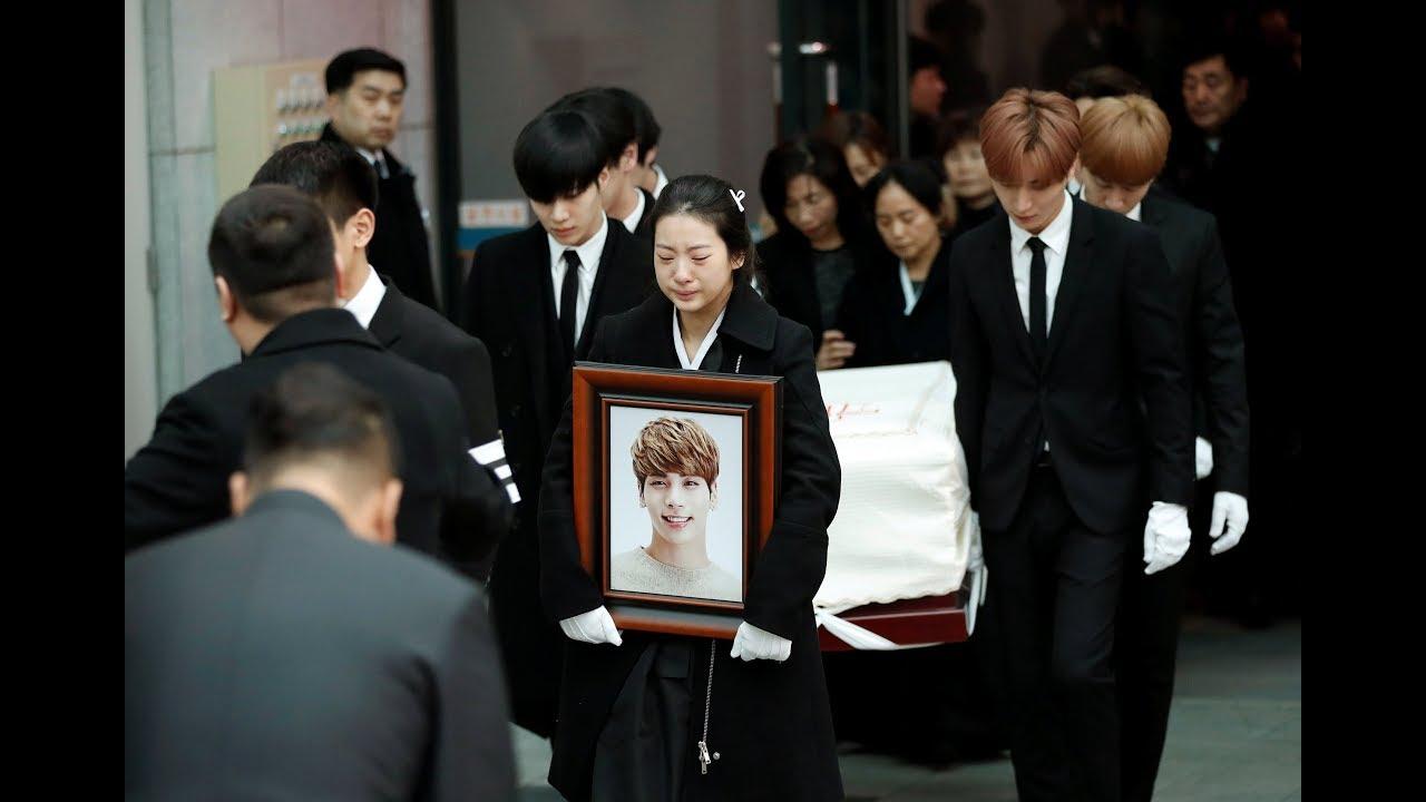 Jonghyun's coffin departs for cemetery
