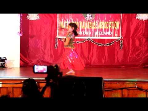 Mera Piya Ghar Aya By Violin Sara Thomas video