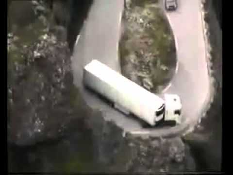 AMAZING TRUCK DRIVERS ( DANGEROUS ROADS )