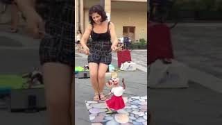 Amazing woman play the puppet on despacito!!!!!😱😱😱😱