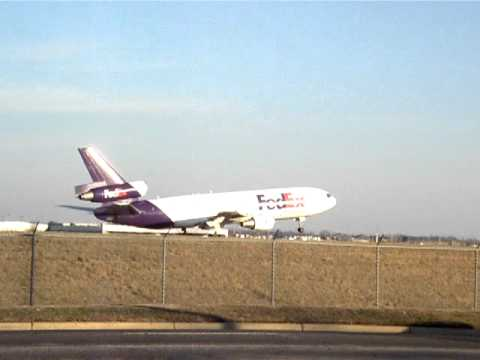 FedEx McDonnell Douglas DC-10 Departing Memphis International Airport