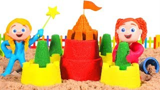 LITTLE PRINCESSES MAKE A HUGE SAND CASTLE ❤ SUPERHERO PLAY DOH CARTOONS FOR KIDS