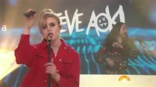 Steve Aoki And Kiiara Perform Be Somebody Live