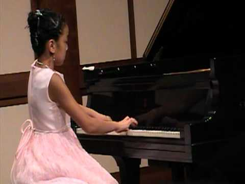Victoria Young plays J.S. Bach&#39;s French Suite V BWV 816