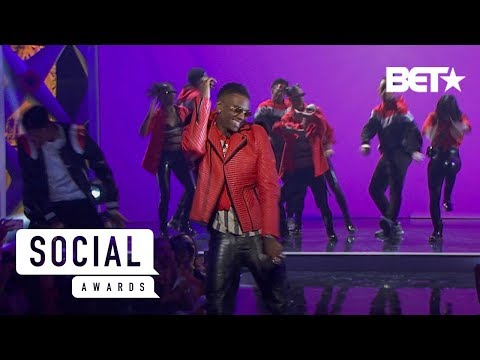Soulja Boy Performs Some Of His Classics That Made The Way For Other Rappers! Social Awards 2019
