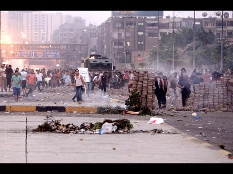 VIOLENCE CLASHES return in Egypt: Angers back to street left 29 DEAD and hundreds INJURED