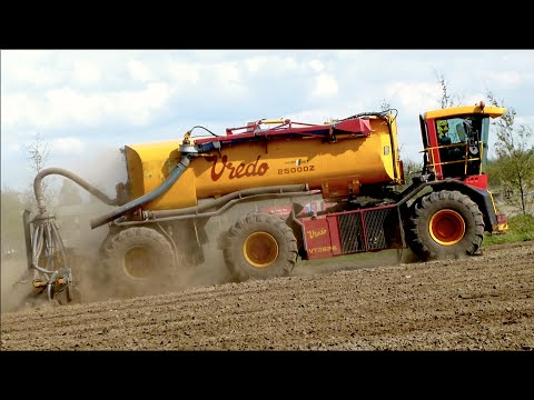 Vredo 3936 with 25000Z trailer — Injecting slurry / Mest injecteren — Van Den Hout Diessen