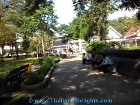 Benjasiri Park in the evening, Sukhumvit road, Phrom Phong, Bangkok, Thailand.wmv