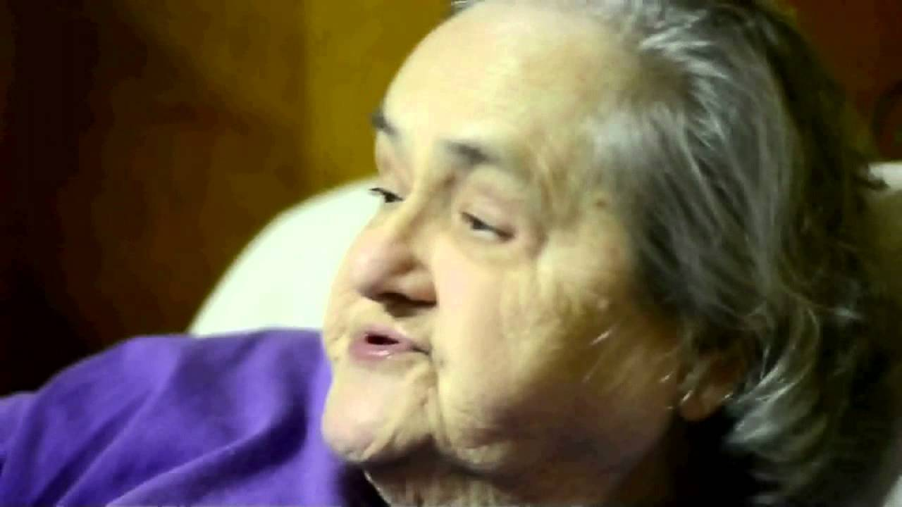 Abuela viciosa gamer jugando a Skyrim, Dead Space, Final Fantasy XIII, Mass Effect