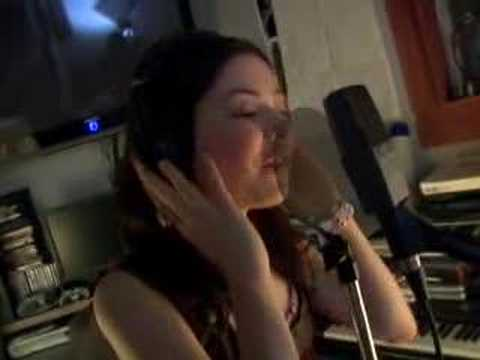 Miranda Cosgrove Singing iCarly Theme