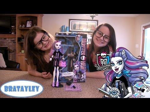 Monster High Doll Unboxing and Review   ScareMester Catrine DeMew