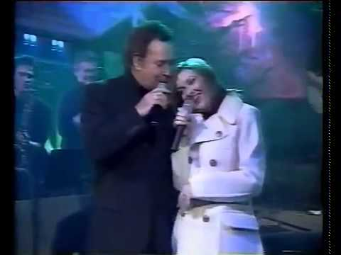 Tom Jones & Cerys Matthews - Baby It's Cold Outside (Live)