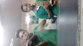 Hino 1 tocado no violino e no sax alto