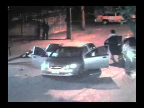 Travestis asaltan vehículos en la calle 7