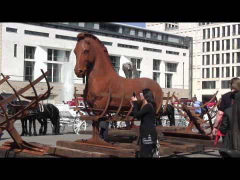 LIPIDARIUM - Grenzen überwinden - Gustavo Aceves - Pariser Platz Berlin 2015
