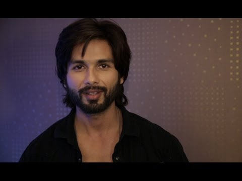 Shahid Kapoor Wishes All The Subscribers Of Erosnow.com Merry Christmas & Happy New Year!