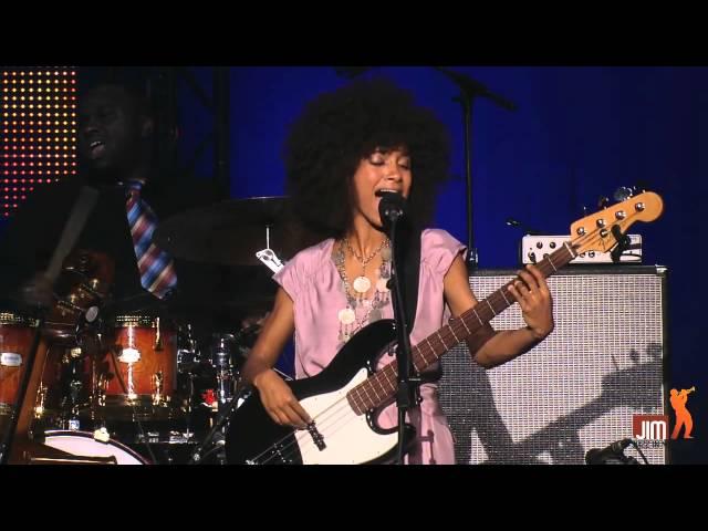 Esperanza Spalding Crowned & Kissed @Jazz_in_Marciac 2012