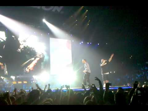 Eminem - not Afraid - Live - E3 Activision Party At Staples Center.3gp video