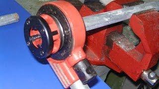 Roscar tubo de hierro con terraja para poner tapón. Anular radiador de calefacción.
