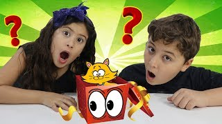 Maria Clara e JP recebem uma caixa misteriosa ♥ pretend play with surprise box for kids