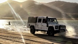 LAND ROVER DEFENDER 130 V8 SURFING!