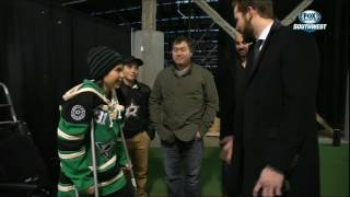 Stars Insider: Tyler Seguin signs cast of big fan