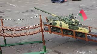 Танковый биатлон в миниатюре: Минск отметил День Танкиста