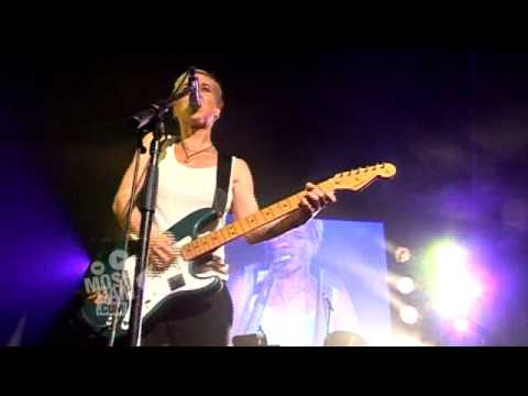 Throwing Muses &quot;BRIGHT YELLOW GUN&quot; (Live)
