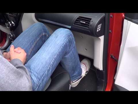Toyota iQ. Interior