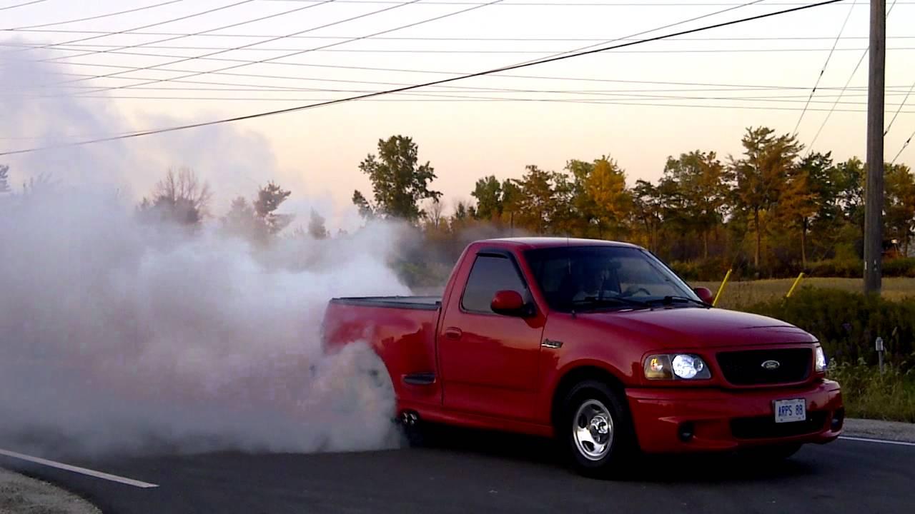 2000 Ford F-150 SVT Lightning Burnout - YouTube