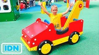 Taman Hiburan Huge untuk anak anak Vlad dan Nikita bersenang senang