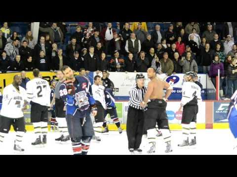 Mêlée générale / Brawl Saguenay vs Trois-Rivières, LNAH, 04-12-11