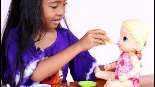 Unboxing Mainan Anak Perempuan Boneka bayi - Baby Alive Snackin Lily feeding Playdoh Food