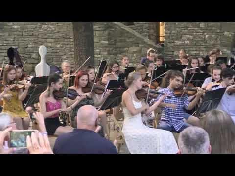 Zuglói Filharmónia Zeneiskolai Zenekar - Gábor Horváth conducting  Radetzky Marsch