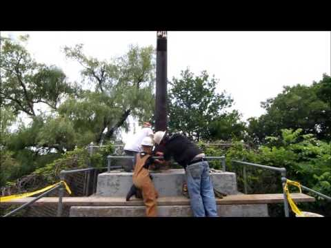 Removing Jesus on the cross from the Franco American School - 07/26/2013