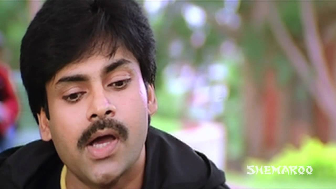 Attharintiki Daaredhi Hero Pawan Kalyan Hitting On