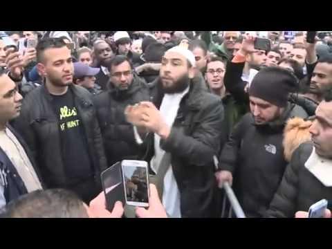 Marocaine a accusé la France d'avoir orchestré le massacre de Charlie Hebdo dans le coeur de Paris