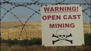 The cost of South Africa's gold rush - BBC News