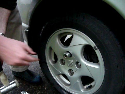 Removing a stripped security wheelnut