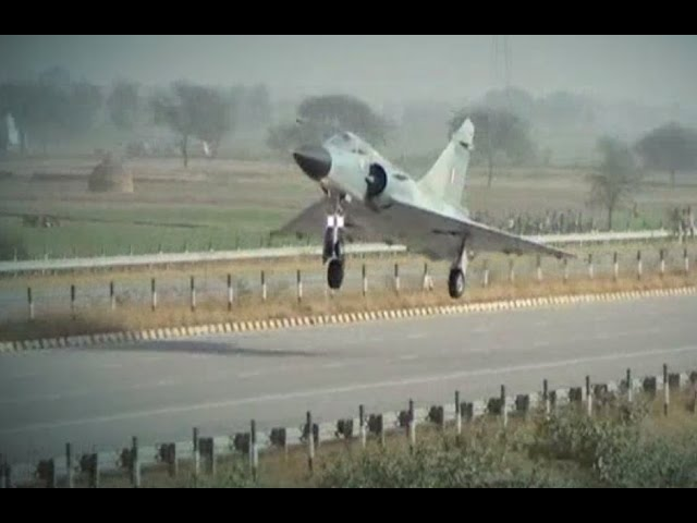 MUST WATCH: Fighter plane Mirage 2000 lands on a road in Mathura