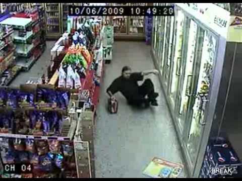 Парень под наркотой в магазине
