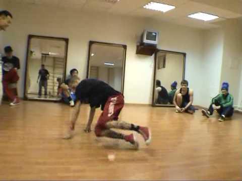 028 bboy LA vs bboy Funky 10 (Post Scriptum crew) at Sakhalin ABC 2009