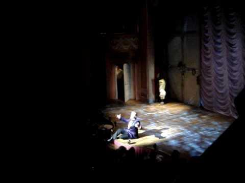 La Cage Aux Folles on Broadway 2010 Blooper - Kelsey Grammer
